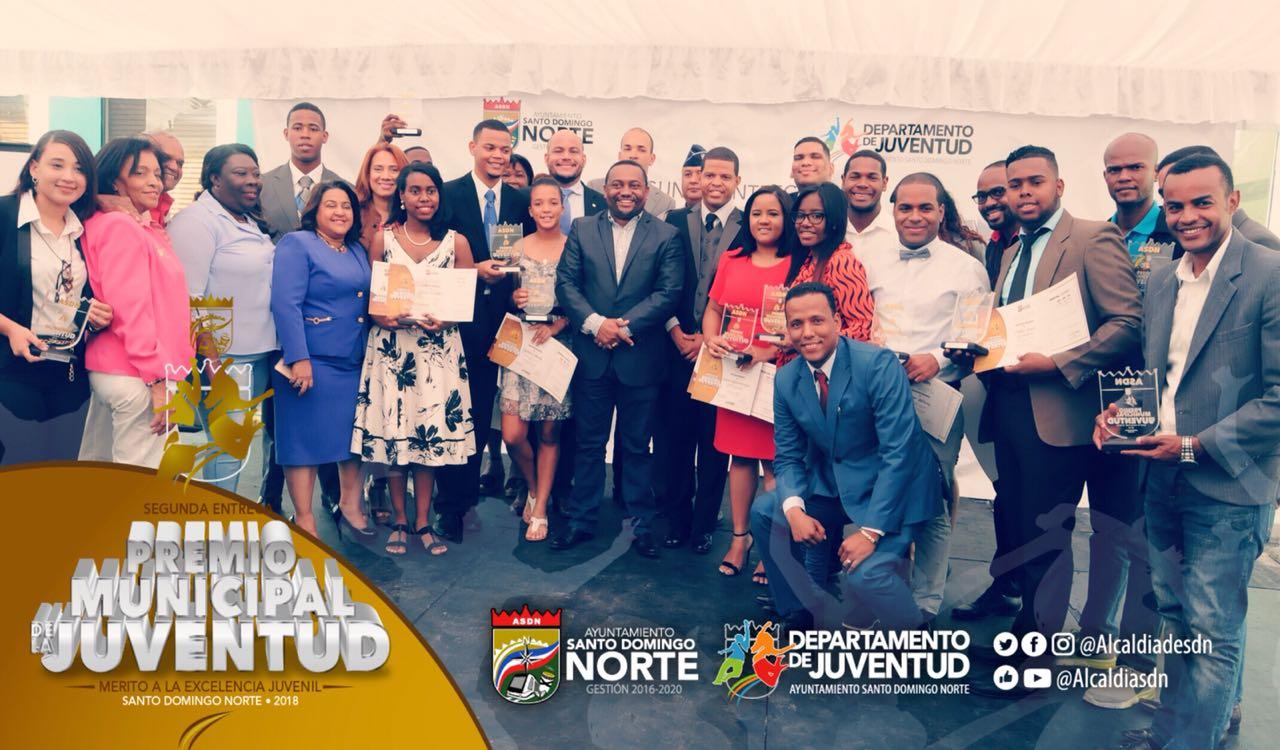 Alcalde René Polanco entrega Premio Municipal de la Juventud