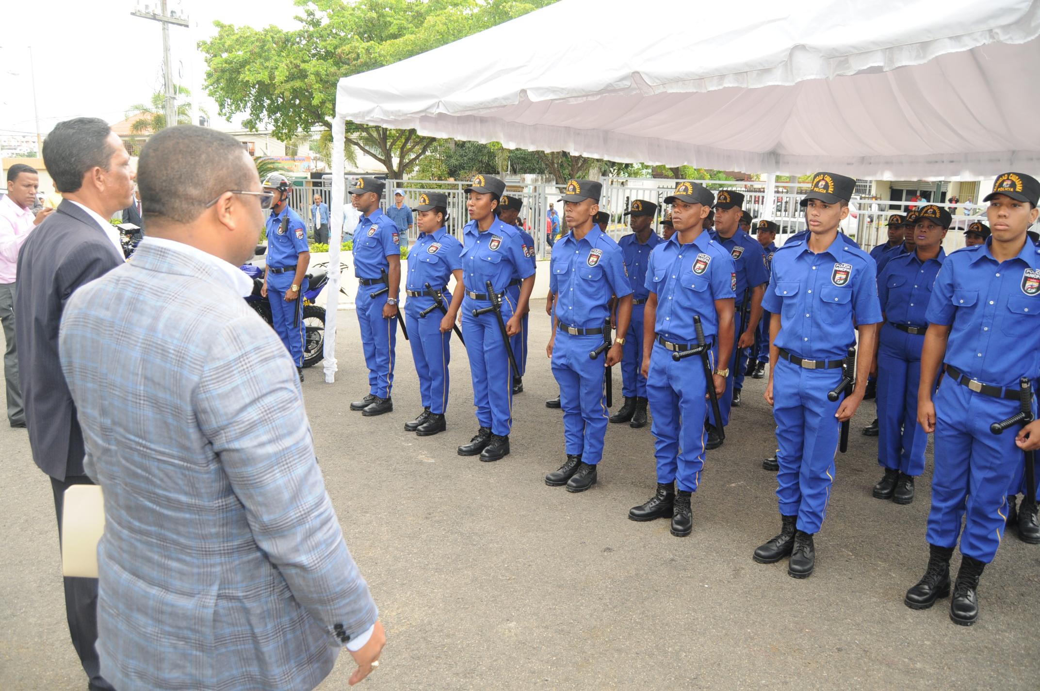 Alcalde René Polanco relanza Policía Municipal