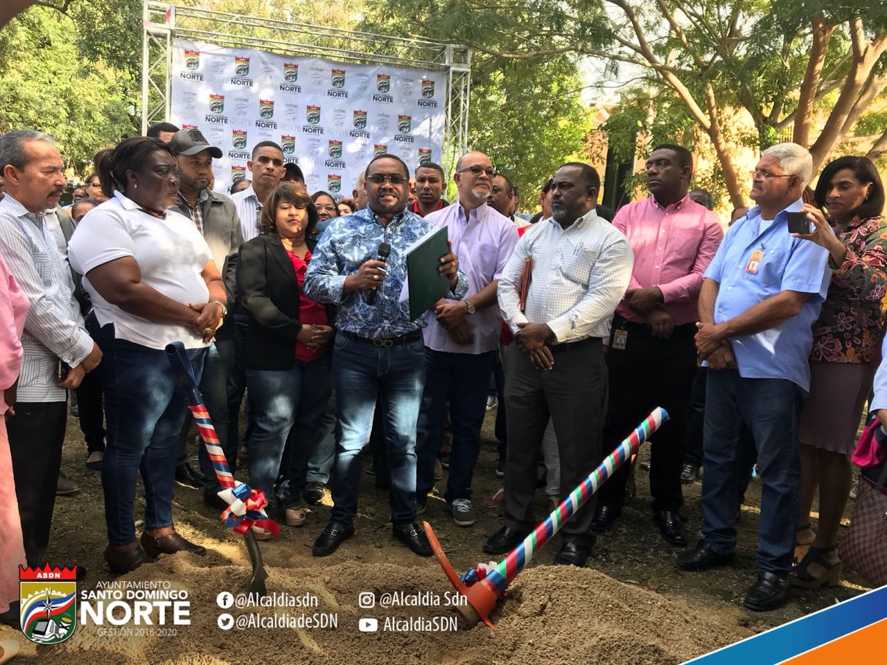 En Los Palmares de Sabana Perdida están contentos por inicio arreglo de su parque gracias a Alcaldía SDN y Pascal