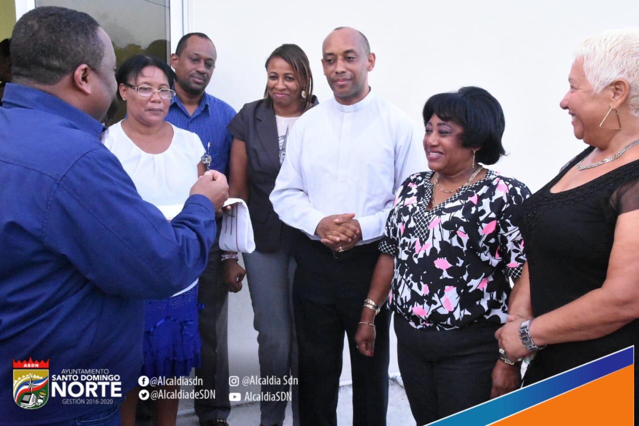 Alcalde René Polanco entrega Casa Curial de la Diócesis Nuestra Señora del Carmen en Haras Nacionales