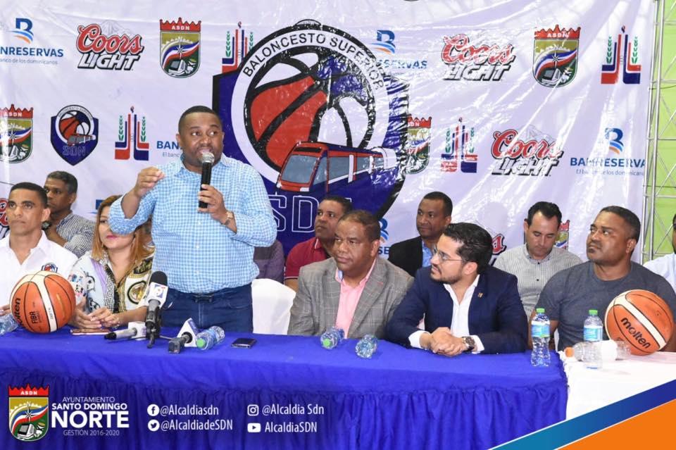 Inicia 8vo Torneo de Baloncesto Superior de Santo Domingo Norte; deportistas reconocen labor del alcalde René Polanco