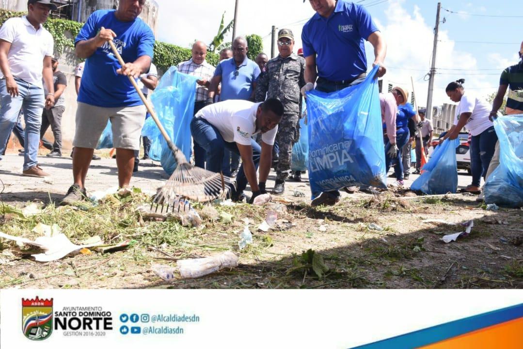 Alcalde René Polanco encabeza jornada de limpieza en el sector Las Malvinas y rivera del rió Isabela