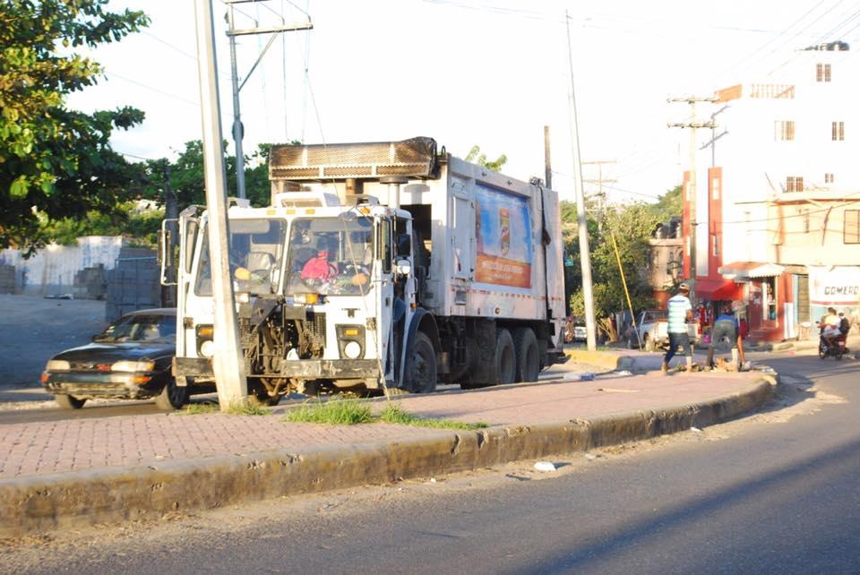 Ayuntamiento de Santo Domingo Norte inicia operativo de limpieza luego de periodo navideño