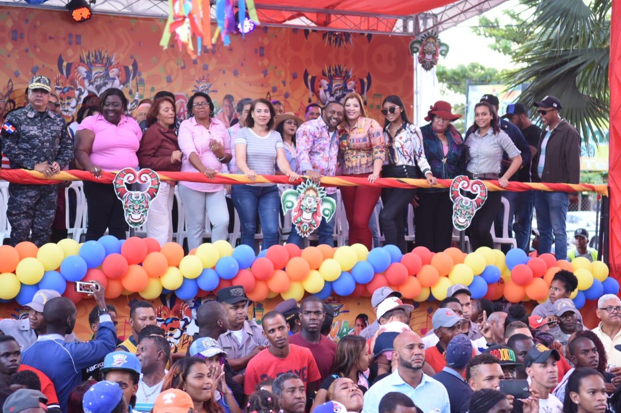 Transcurren en orden y alegría calentamiento Carnaval del municipio Santo Domingo Norte
