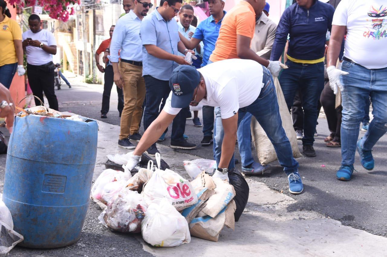 Alcalde René Polanco encabeza amplio operativo de limpieza en SDN