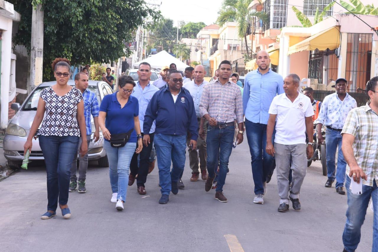 Alcalde René Polanco entrega totalmente asfaltado sector Colinas del Edén III de Villa Mella