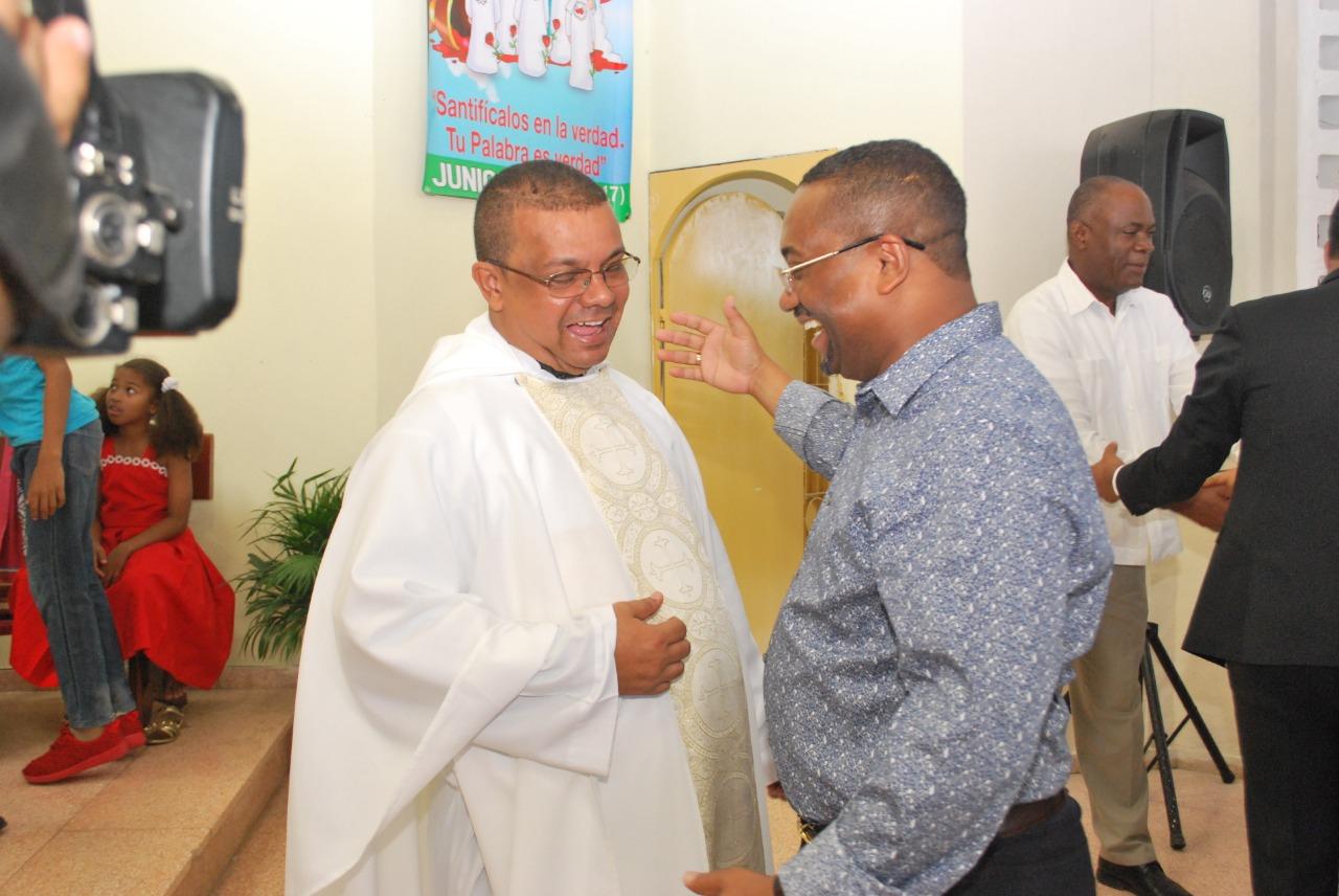 René Polanco participa en eucaristía despedida Párroco Cecilio Sosa en la Parroquia San Francisco Solano