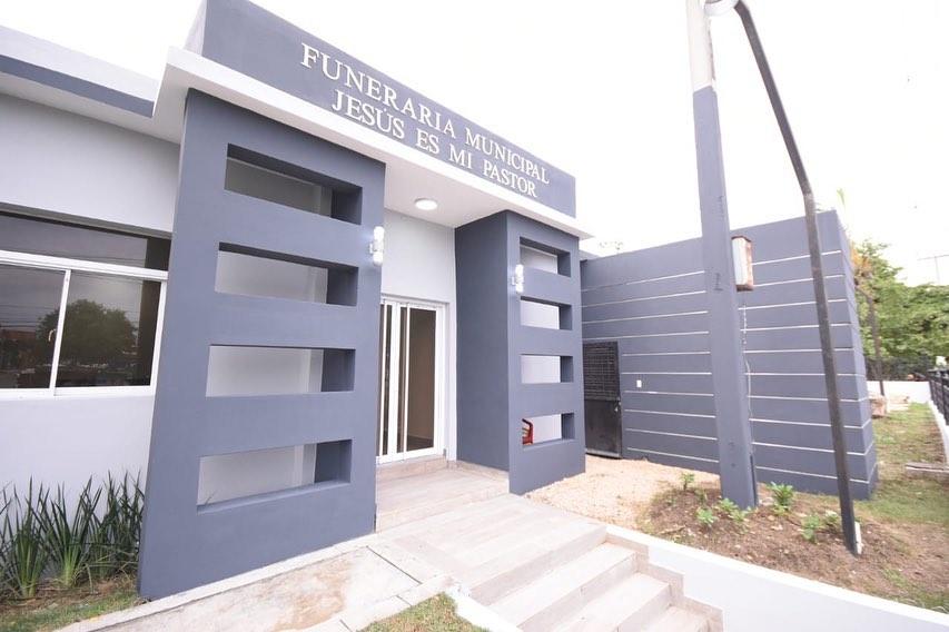 Alcalde René Polanco entrega nueva funeraria municipal en Sabana Perdida