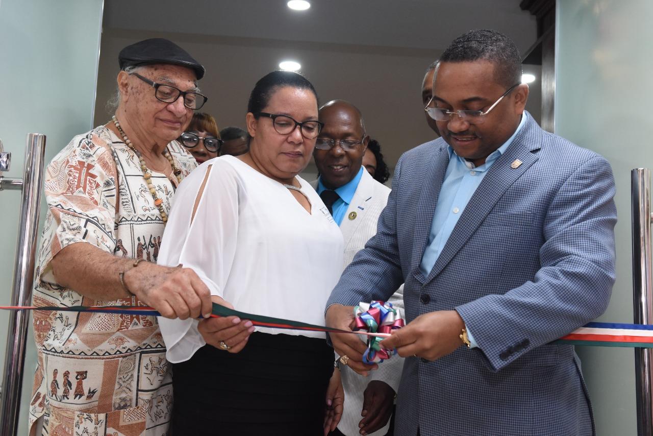 Alcalde René Polanco deja inaugurado Salón de Conferencia Prof. Víctor Sánchez Piñeyro