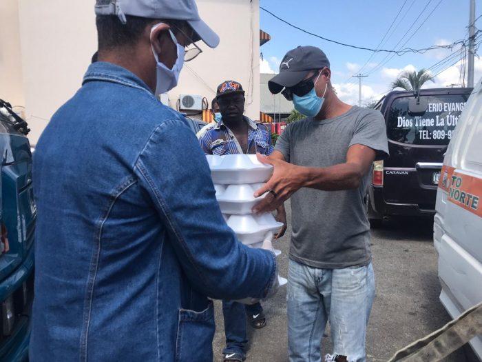 Alcalde René Polanco y Comedores Económicos continúan distribución alimentos en SDN